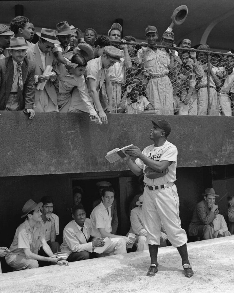 Jackie Robinson, primer jugador profesional de béisbol