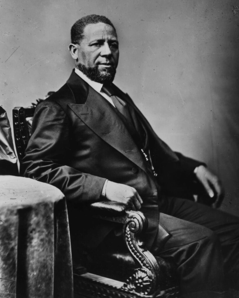 Hiram Rhodes Revels, fue el primer senador afroamericano