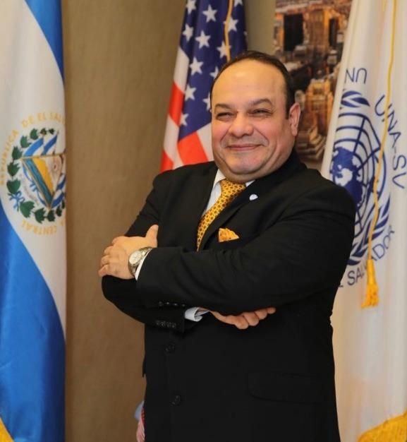 <strong>Embajador, Dr. Carlos Garcia</strong>