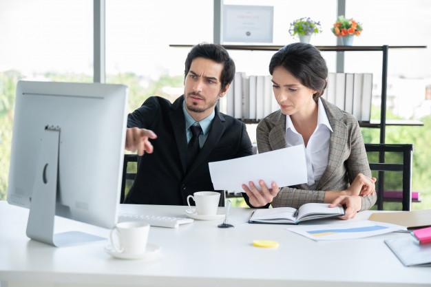 Hombre y mujer de negocios