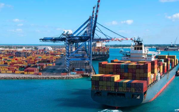 Importaciones y exportaciones por barco