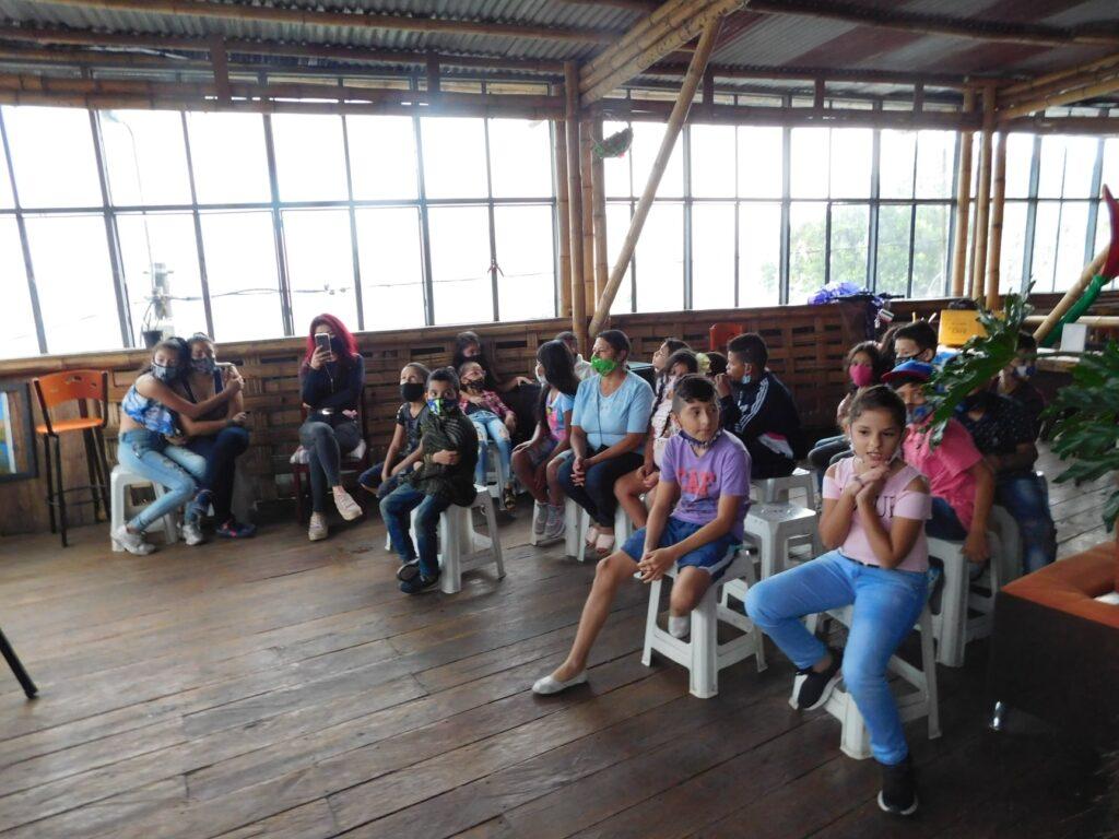 La Cámara Internacional de Empresarios de New York y el Proyecto GEA, obsequió presentes a los niños de la ciudad milagro de Colombia, Armenia.