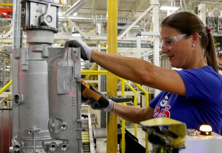 7 Trabajadores en el área de Manufactura