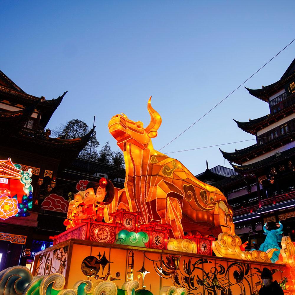 Dragón chino y pagodas