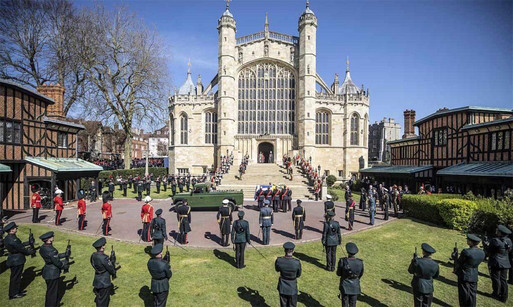 La imponente vista de la capilla de San Jorge, donde la Familia Real británica le dio el último adiós al príncipe Felipe, duque de Edimburgo