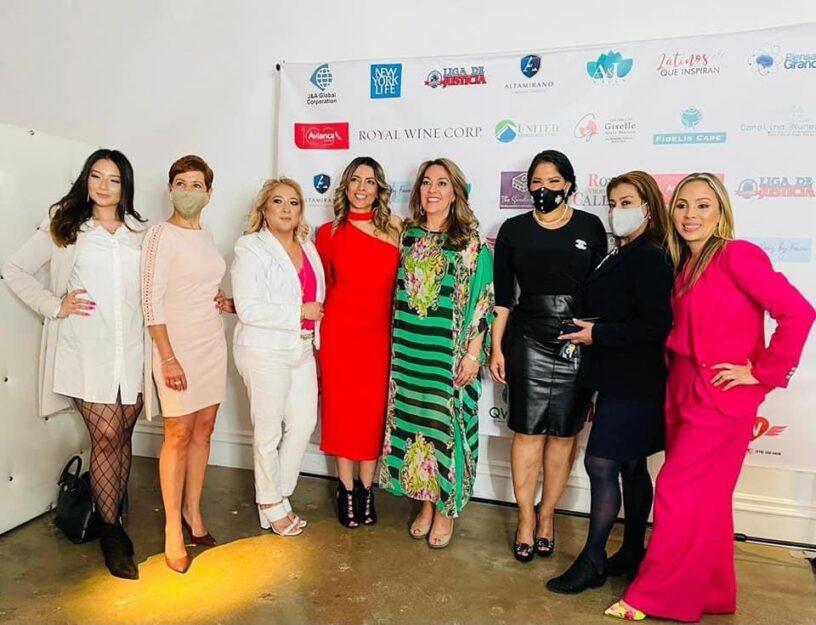Grupo de mujeres que conforman el liderazgo femenino