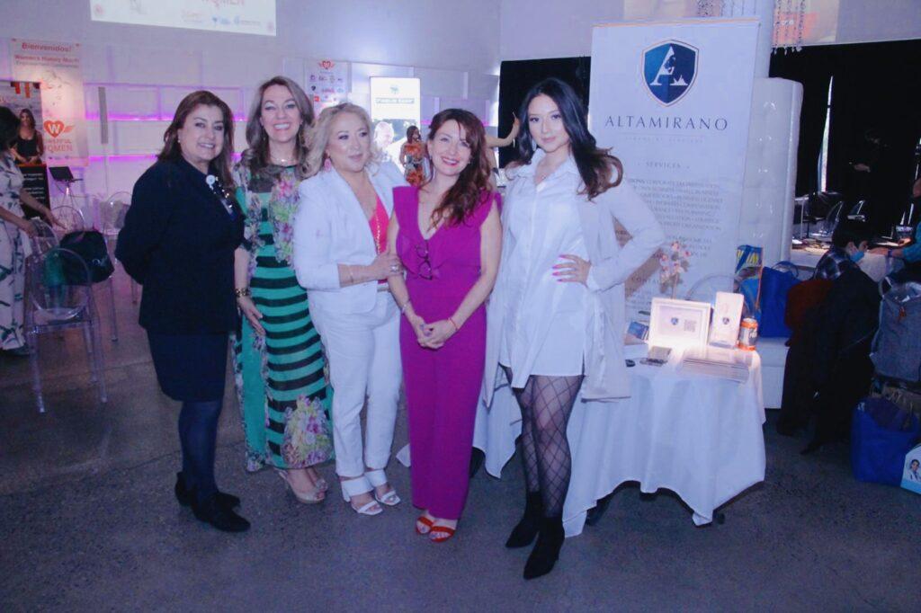 """Empresarias y panelistas de la """"Conference Powerful Women"""""""