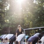 Práctica del yoga al aire libre